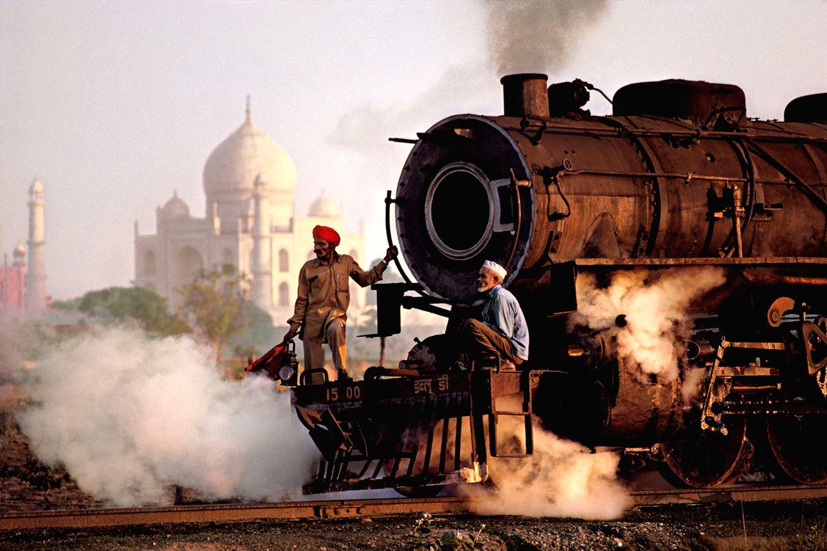 A shot before the Taj Mahal by Steve McCurry