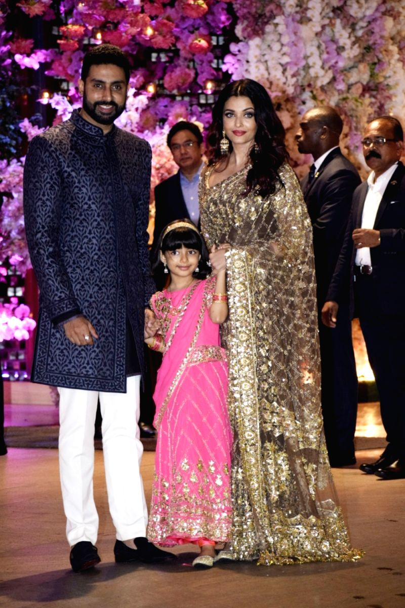 The most famous celebrity couple of Bollywood - Aishwarya, Abhishek and their adorable little girl Aaradhya