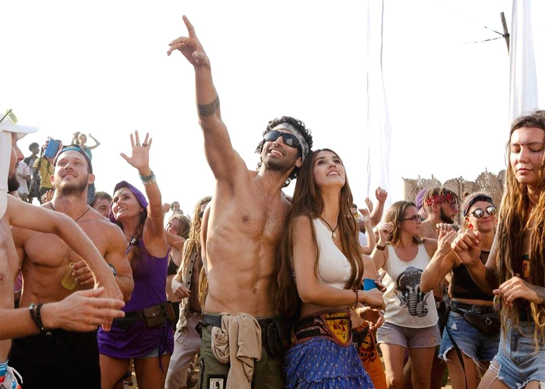 "Actor Aditya Roy Kapur, who turned a year older a day ago, treated his fans by sharing his shirtless look from his upcoming film ""Malang""."