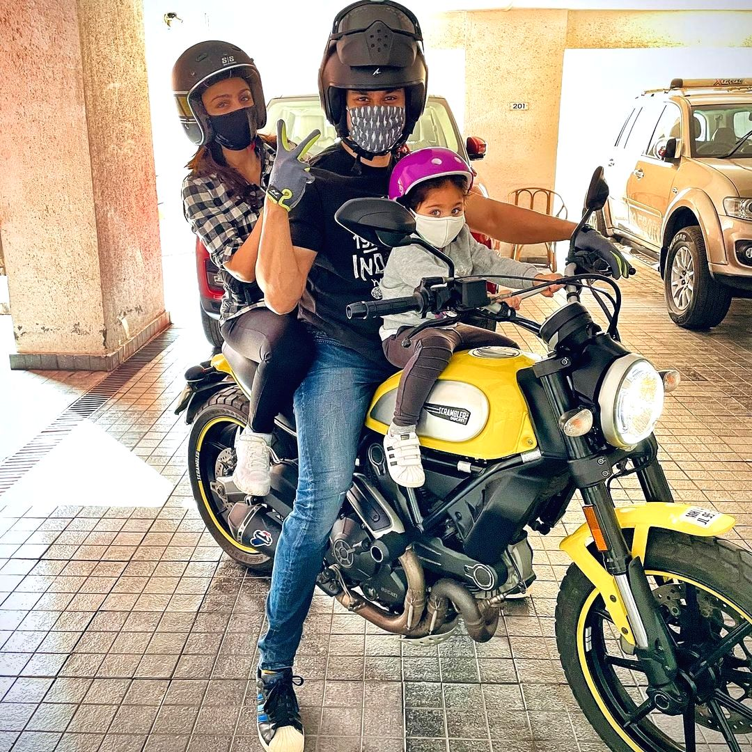 Actor Kunal Kemmu went for a bike ride with his wife, actress Soha Ali Khan, and daughter Inaaya, and shared an image of the experience for fans on social media.