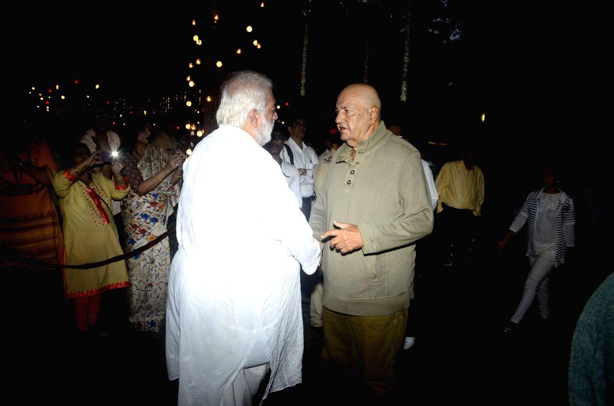 Shashi Kapoor's condolence meet - Prem Chopra and Shashi Kapoor