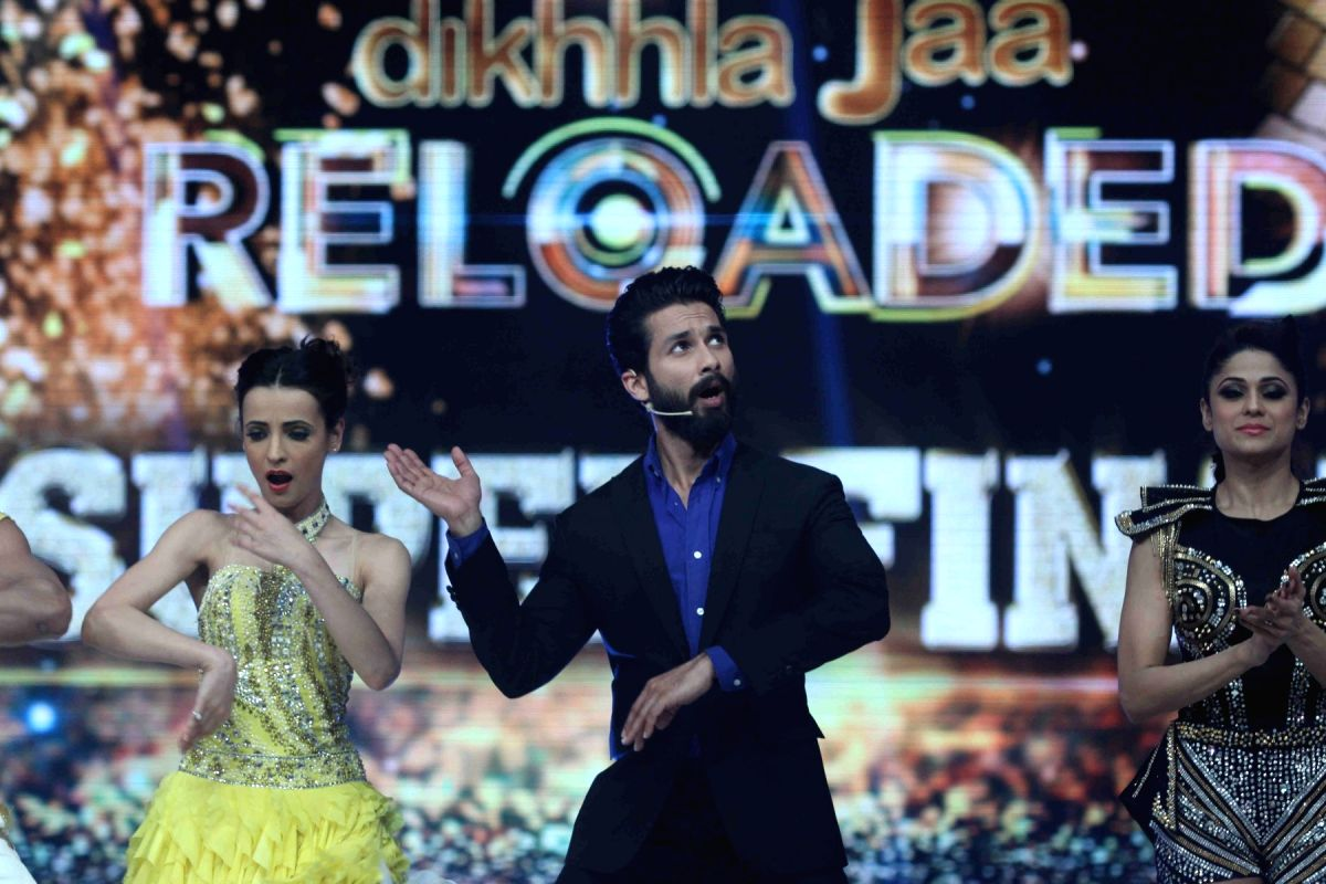 Shahid Kapoor with his cool dance moves