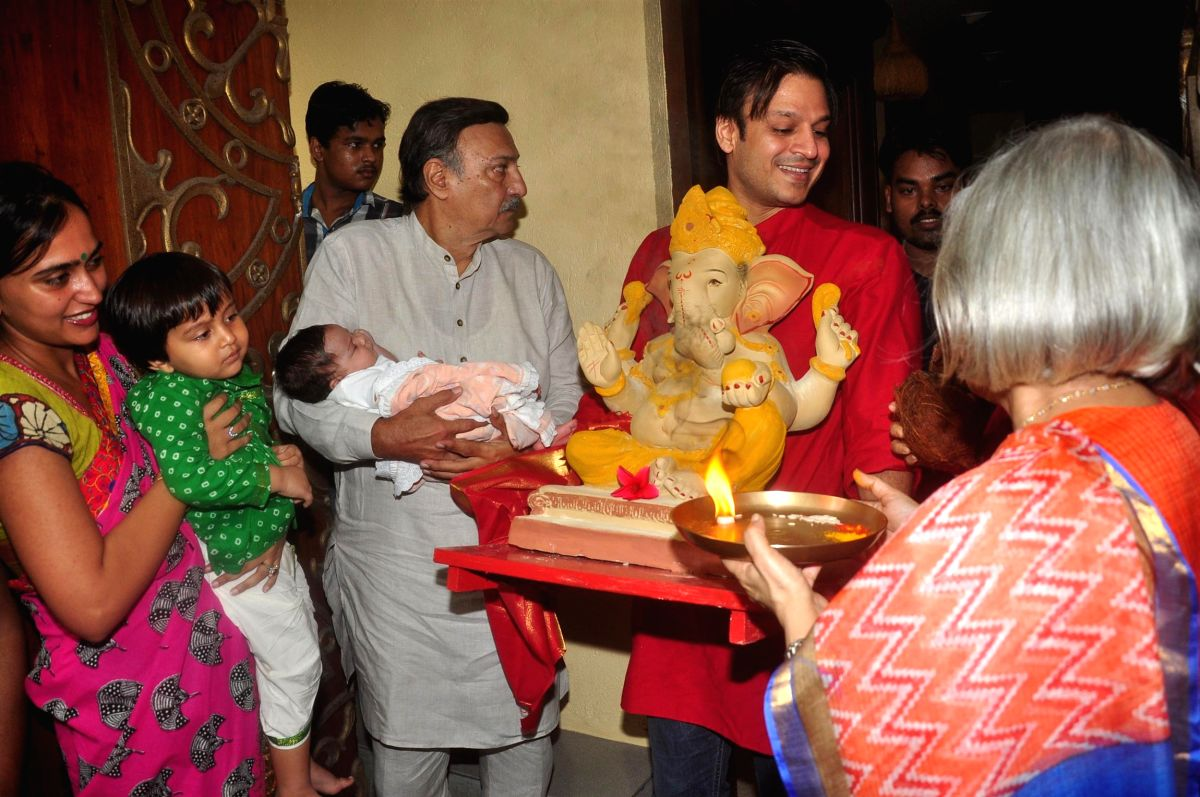Vivek Oberoi with his wife and their tiny tots on Ganesh Chaturthi