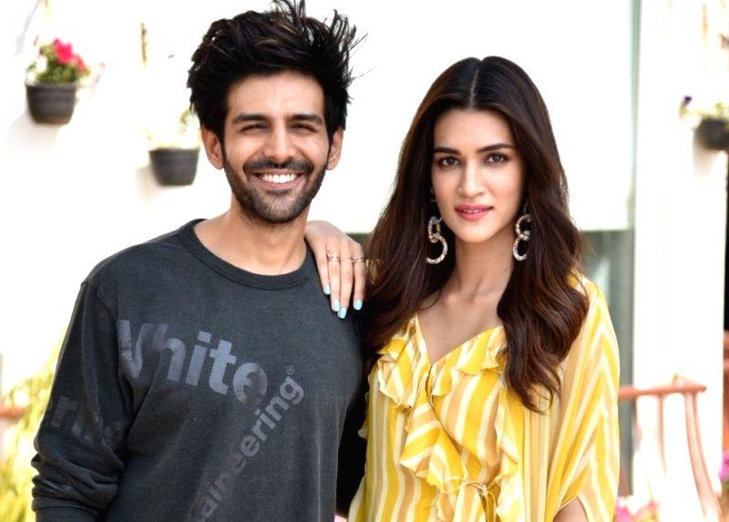 Actors Kriti Sanon and Kartik Aaryan
