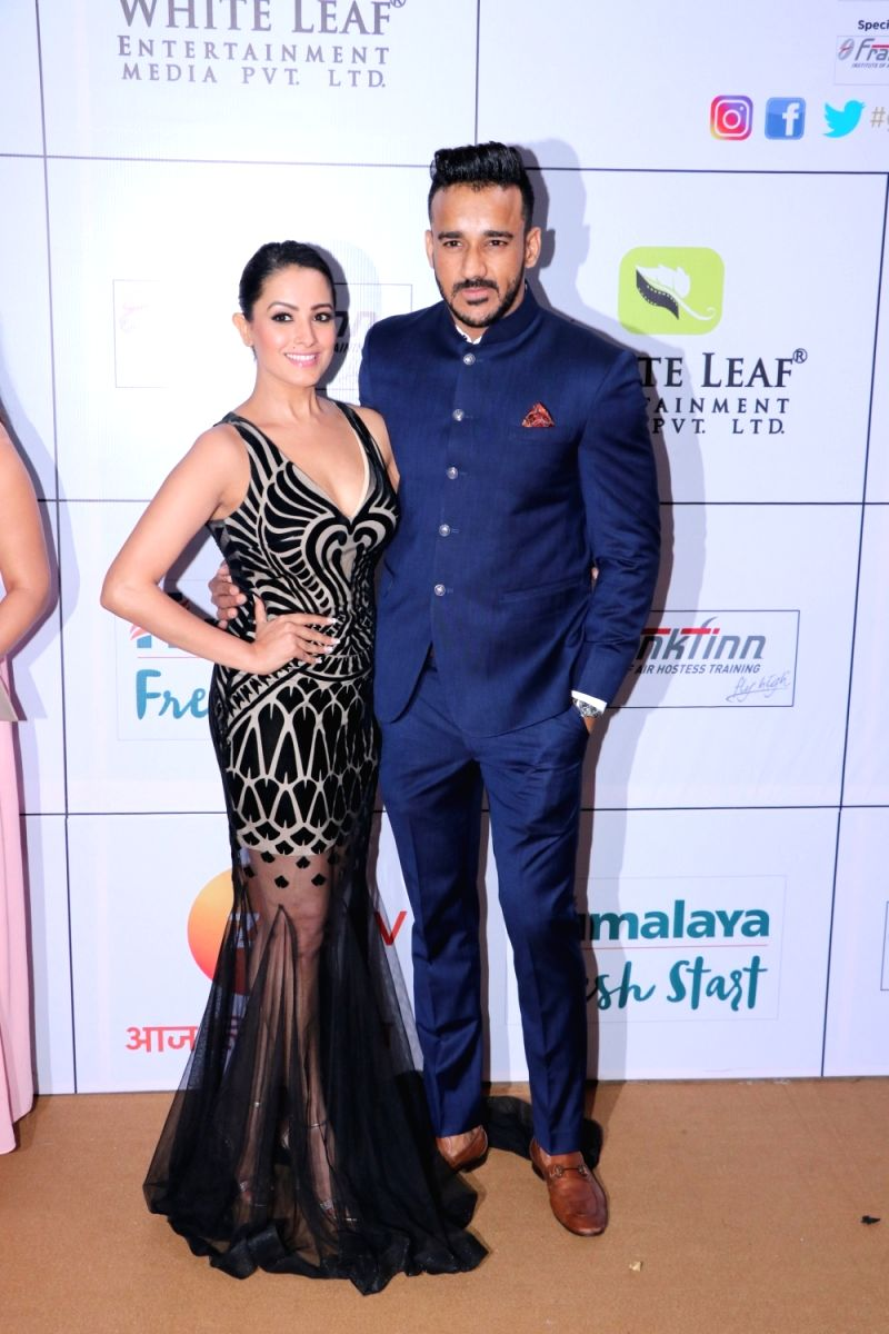 Anita Hassanandani and Rohit Reddy looked picture perfect upon their arrival at the Zee Gold Awards 2018