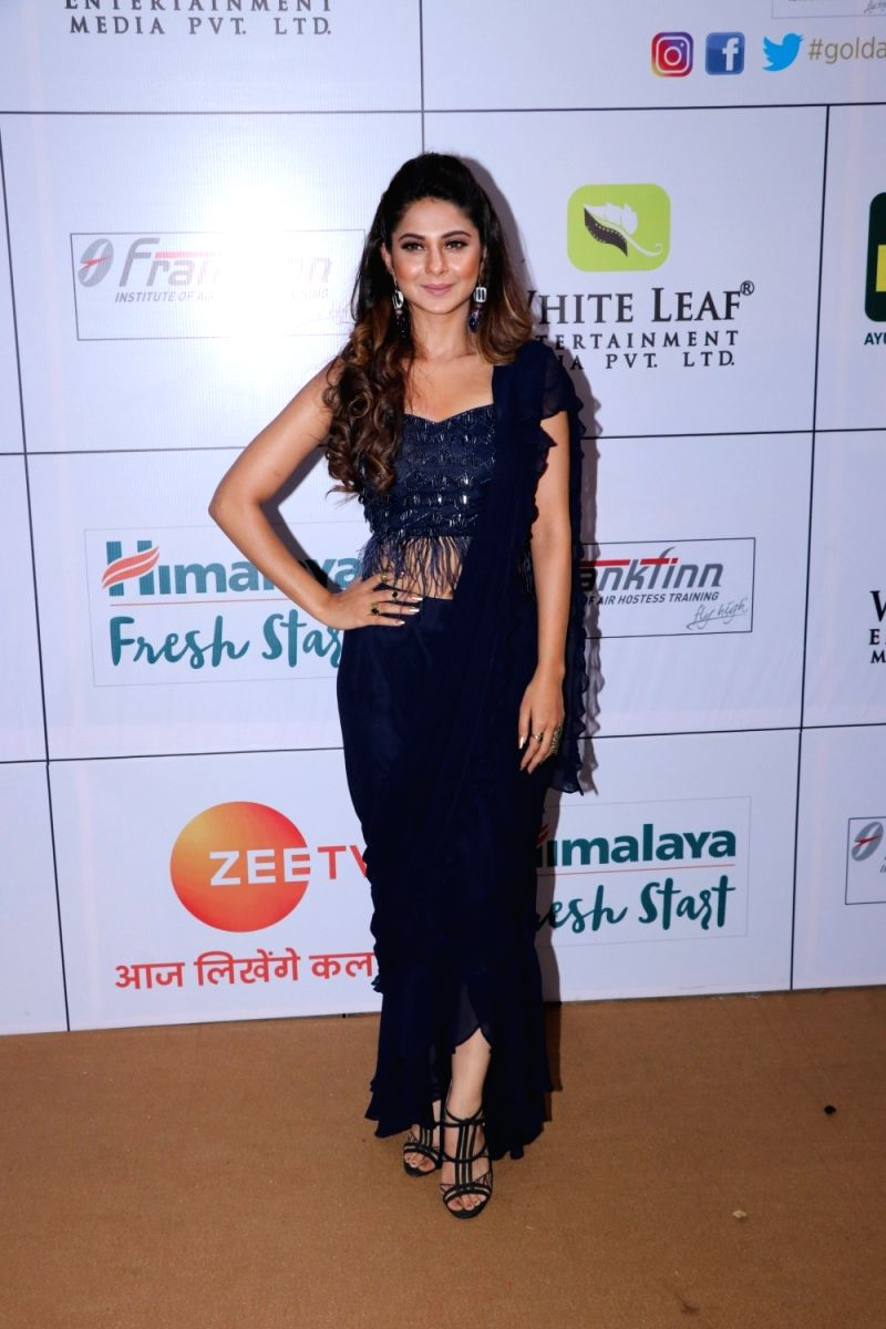 Indian Television's darling Jenifer Winget in a midnight blue saree gown