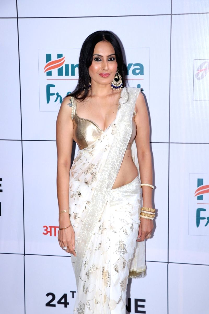 Kamya Punjabi flaunts her curves in this white and gold saree with a gold blouse