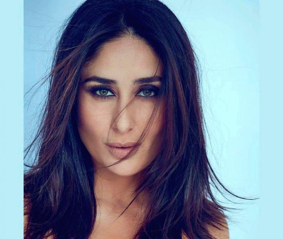 Kareena Kapoor looks absolutely glowing in a smokey eye ...