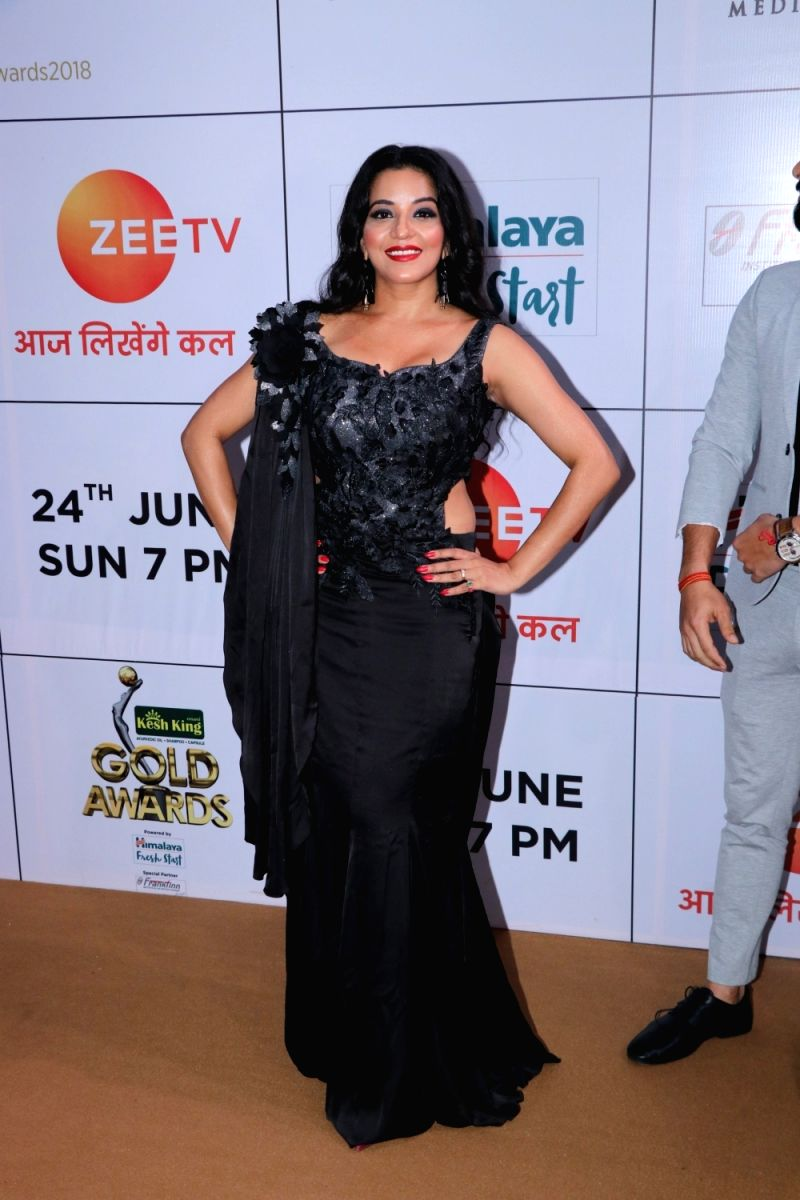 Monalisa's black saree gown was also a stunner at the Zee Gold Awards 2018.