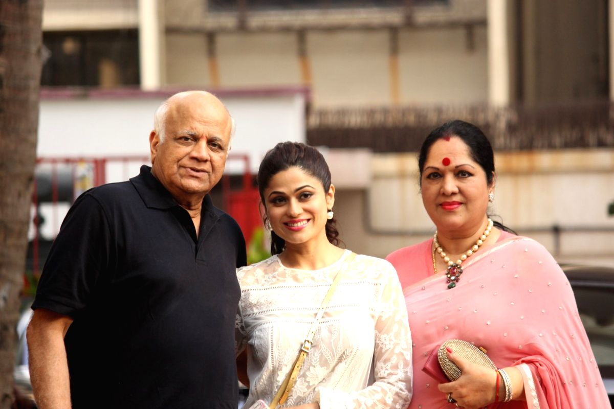 Shilpa Shetty's sister Shamita Shetty along with parents Sunanda Shetty and father Surendra Shetty