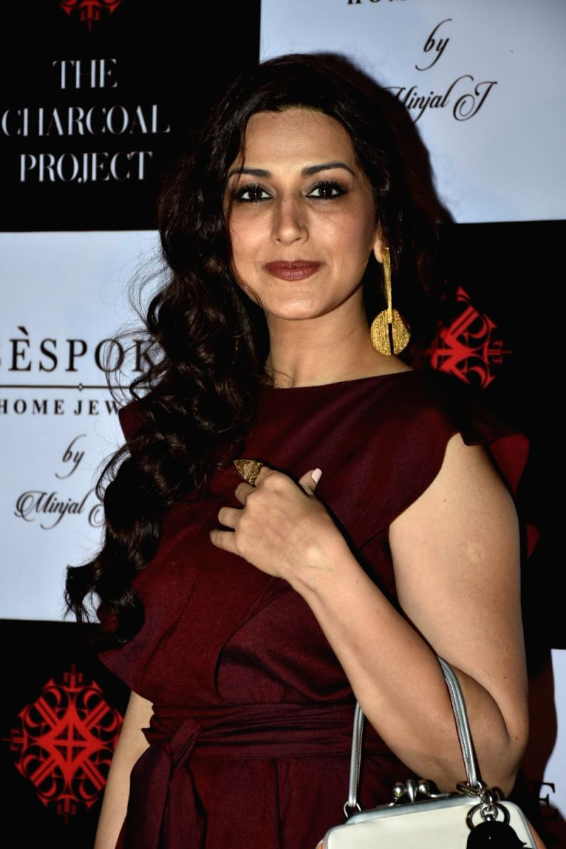 Sonali Bendre has certainly got her gameface on as she battles a difficult stage of cancer. Her friends and family are right by her side, cheering her on.