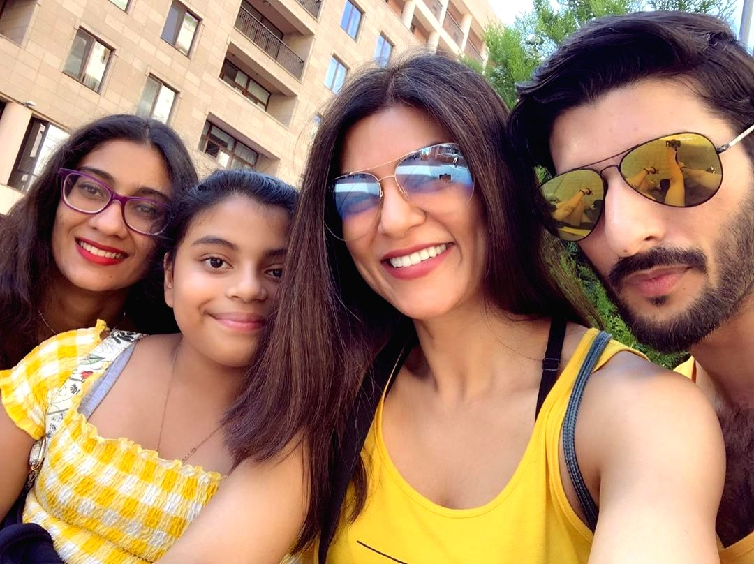 Actress Sushmita Sen with her daughters Renee and Alisah and beau Roman Shawl