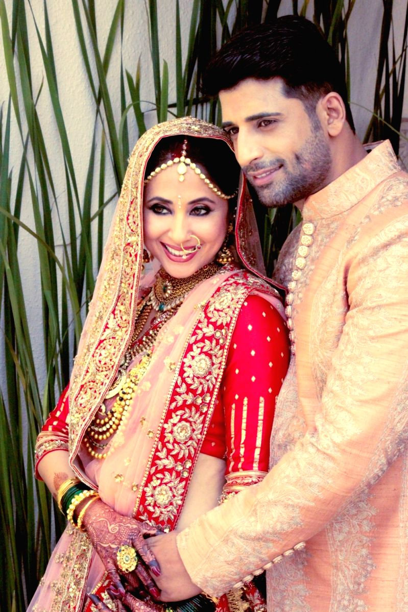 Rangeela girl Urmila Matondkar and husband Mohsin Akhtar Mir on their wedding day