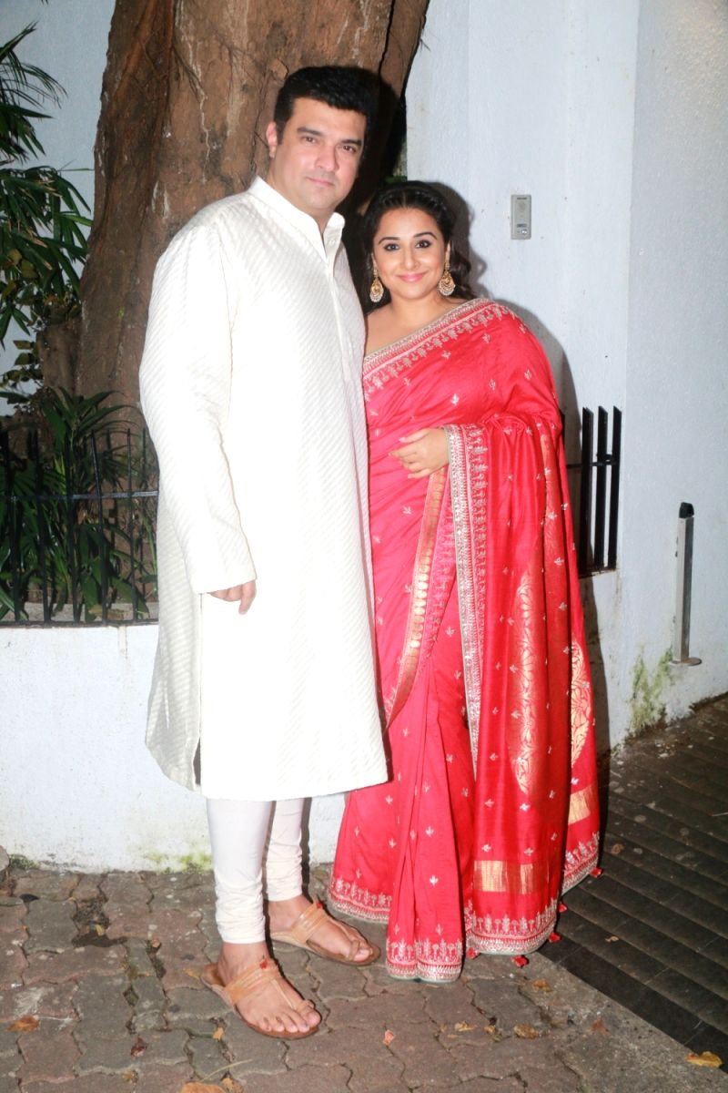 Vidya Balan  and husband Siddharth Roy Kapur are too adorable for words. They are the perfect example of 'tall guy - short girl' dreamy love stories.