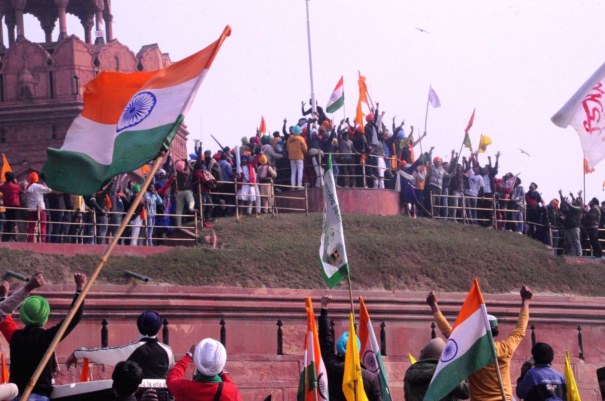 After clashes with police, farmers swarm Red Fort, hoist pennant (2nd Ld) (Photo: Bidesh Manna/IANS)