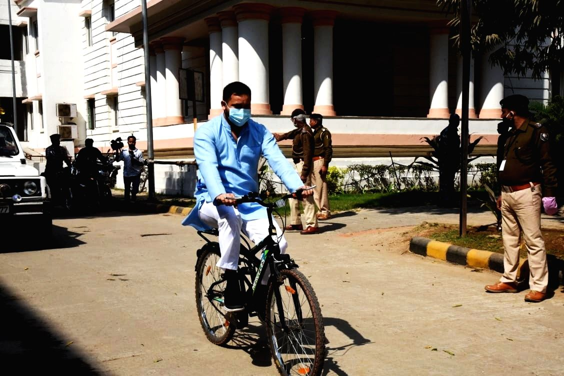 After tractor, Tejashwi cycles to Assembly against fuel price hike (Photo:IANS/indrajit dey)