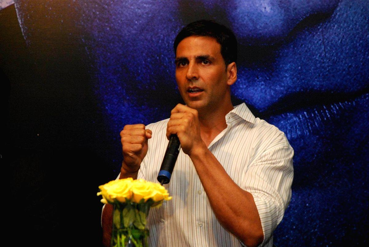 Akshay Kumar at Tasveer 8 by 10 press meet.