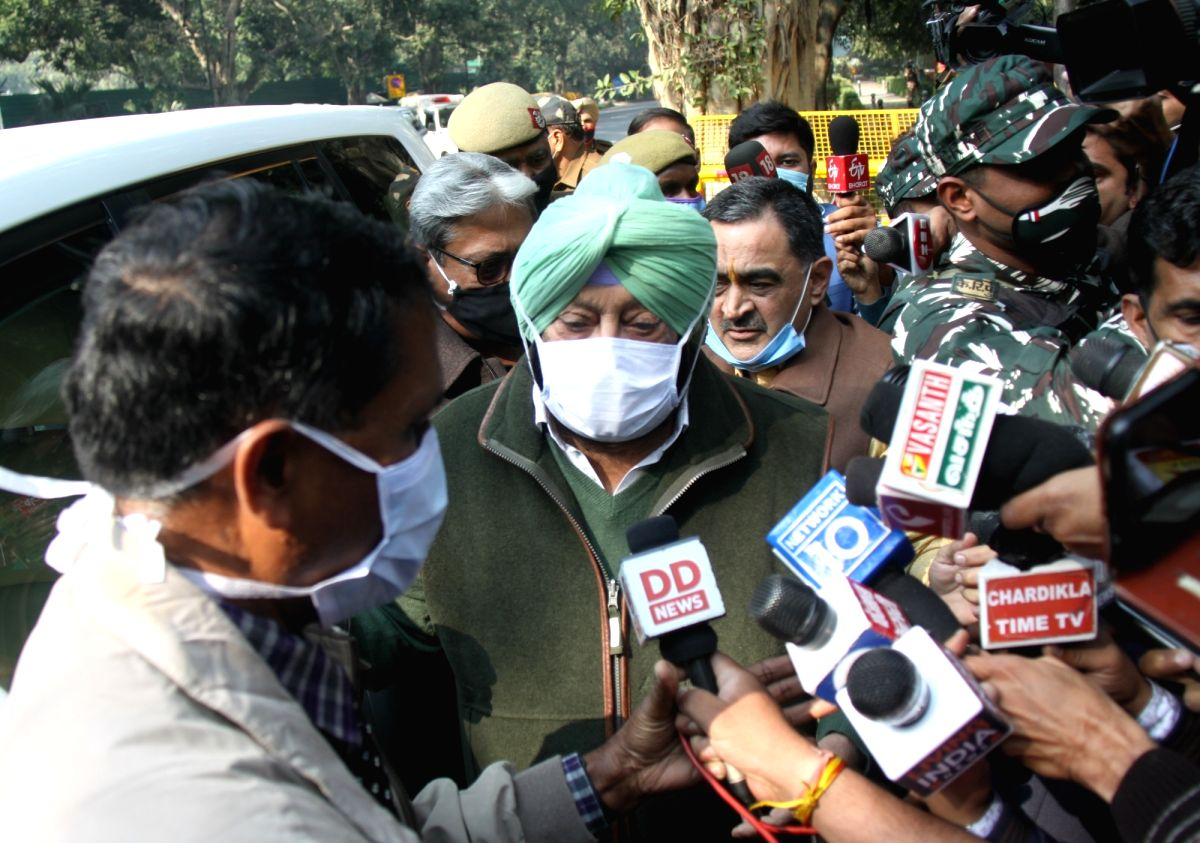 Amarinder urges Centre to resolve farmers' issue, says nothing in his hand