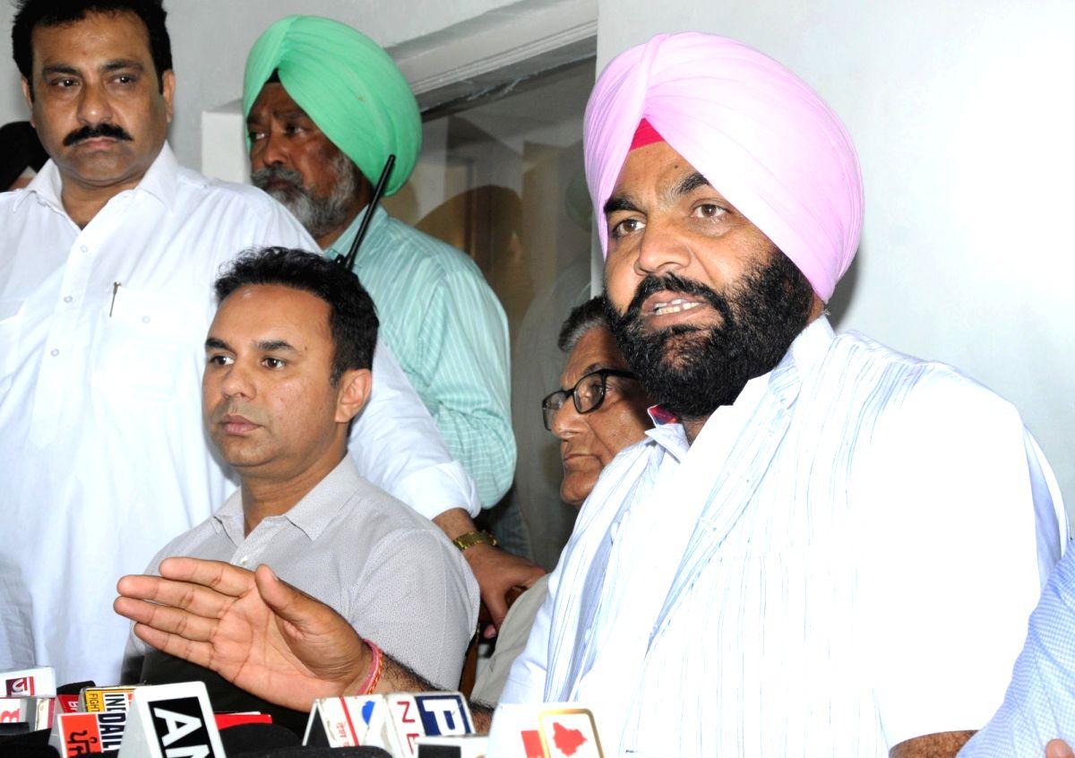 Several NRIs, foreign firms being probed in fertiliser scam case: Govt