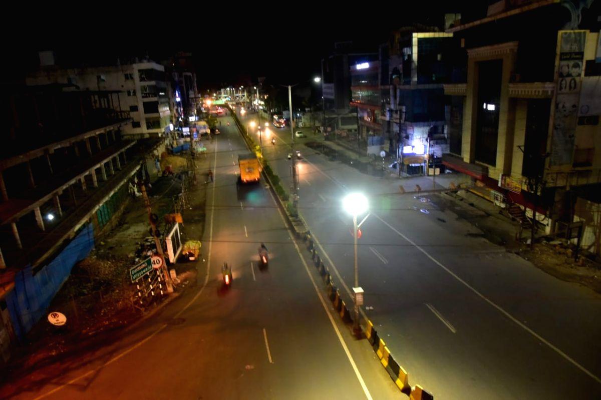 Andhra Pradesh: Night curfew Vijayawada City in Andhra Pradesh on Sunday, 25 April, 2021.(Photo: snapsindia/IANS)