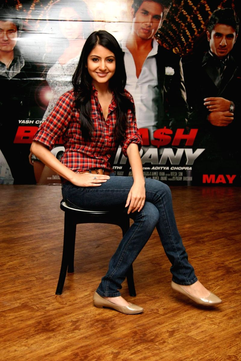 Anushka in jeabs