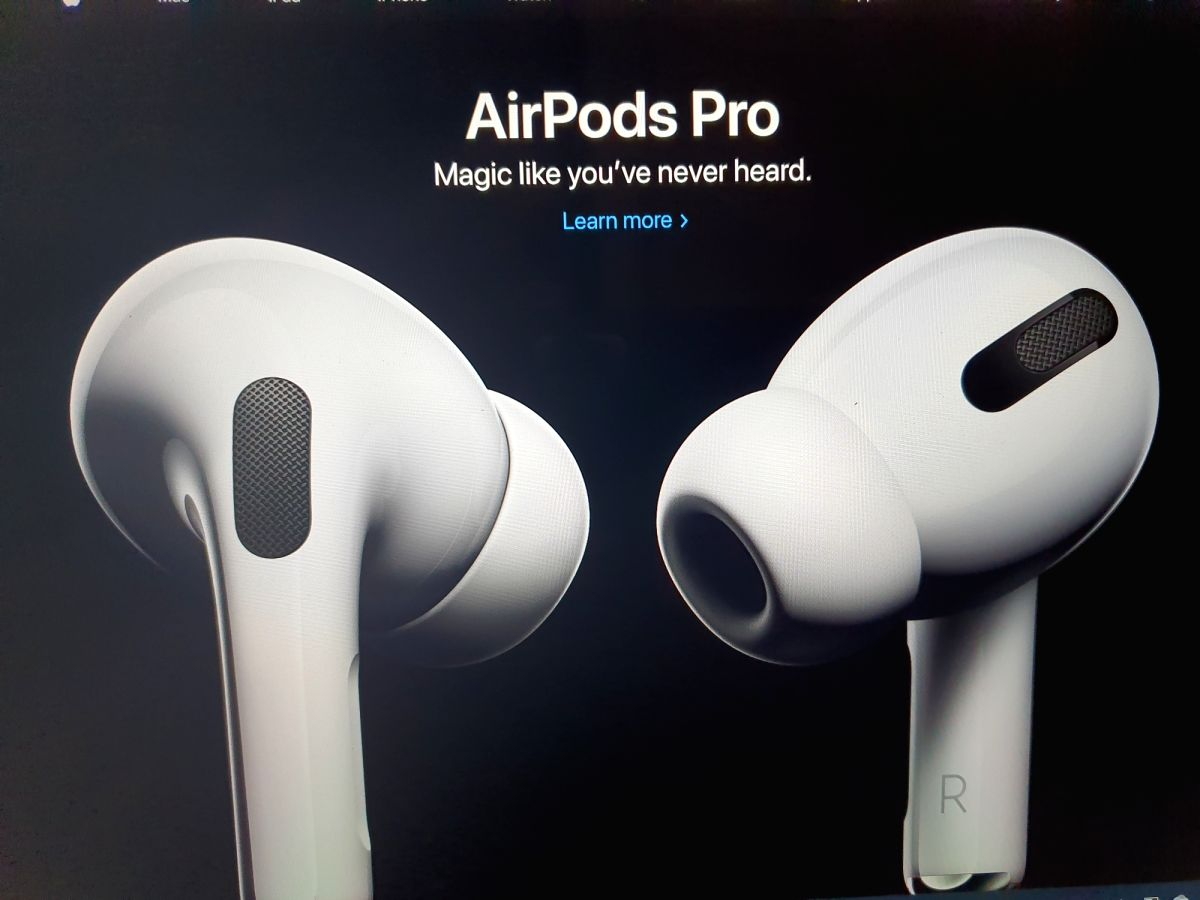 Apple patents iPhone cases that can charge AirPods