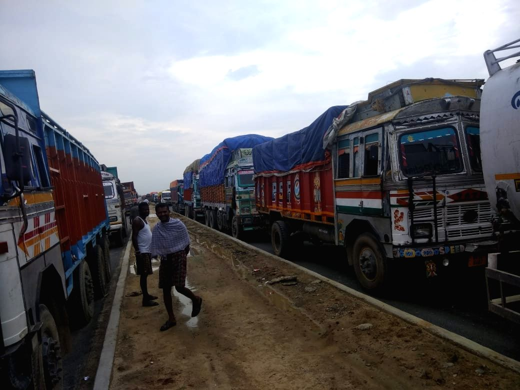 Araria: An 'indefinite road blockade' by residents in Jogbani in Araria district of Bihar has brought trade between India and Nepal to a halt on the Jogbani Land Customs Station for the past 48 hours. Over 2,000 trucks, which include oil and gas tank
