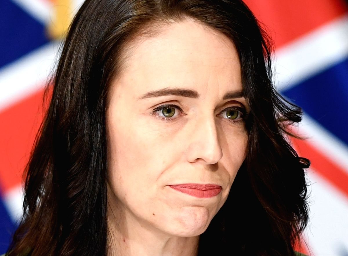 Ardern admits she 'made a mistake' with group photo )