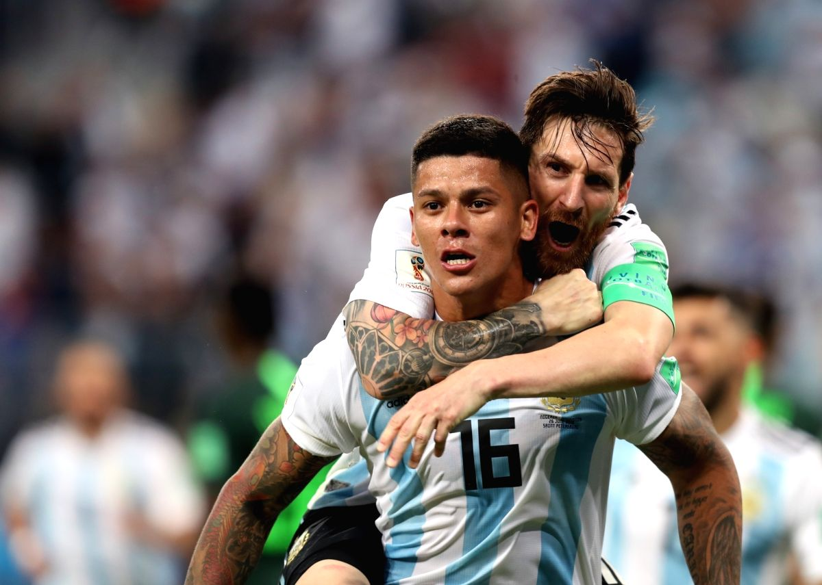 Argentina's Marco Rojo celebrate a score with Messi!