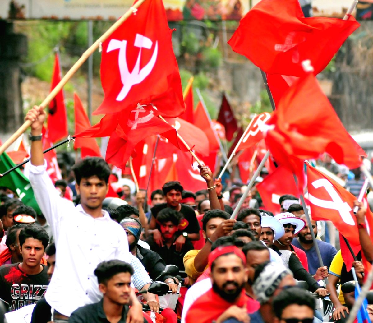 As statewide protests were called by the Students Federation of India (SFI) in Kerala on Monday to protest against the violence in Jawaharlal University, a Central and a state minister traded charges while blaming each other for the violence.