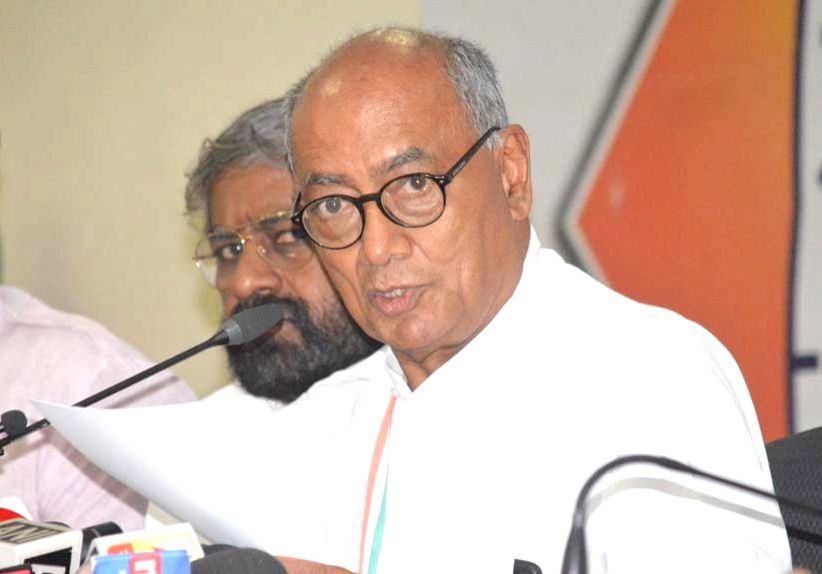 Bengaluru: Congress Rajya Sabha MP Digvijay Singh addresses a press conference in Bengaluru on March 19, 2020.