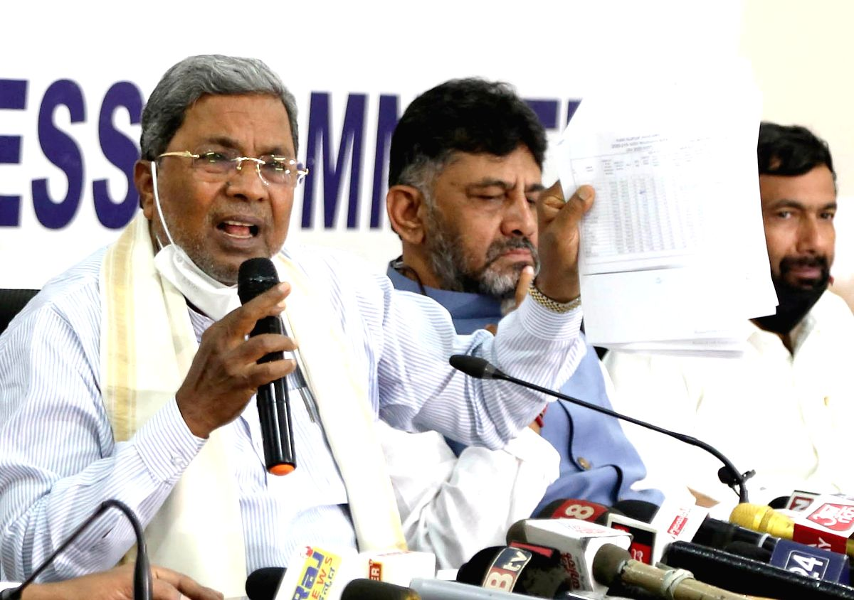 Bengaluru: Leader of the Opposition in Karnataka Assembly Siddaramaiah accompanied by Congress state President DK Shivakumar, addresses a press conference on alleged corruption in Covid 19 management by the stage government, at the state party headqu