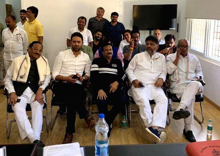 Bengaluru: Senior Congress MP Digvijaya Singh (extreme right) with Karnataka Congress President D. K. Shivakumar (2nd from right) under detention at a police station in Bengaluru on March 18, 2020.