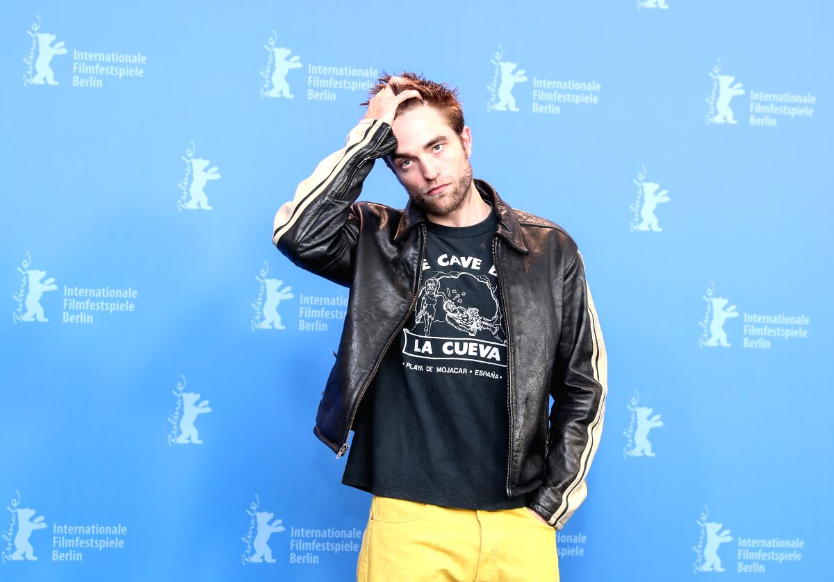 "BERLIN, Feb. 16, 2018 (Xinhua) -- Actor Robert Pattinson poses for photos during the photocall of film ""Damsel"" during the 68th Berlin International Film Festival, in Berlin, capital of Germany, Feb. 16, 2018. (Xinhua/Shan Yuqi/IANS)"