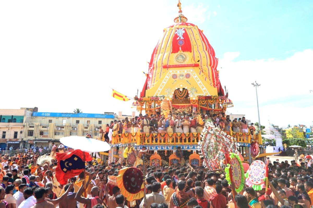Bhubaneswar: Rath Yatra 2021: Annual procession of Lord Jagannath, siblings begins.(photo:Twitter)