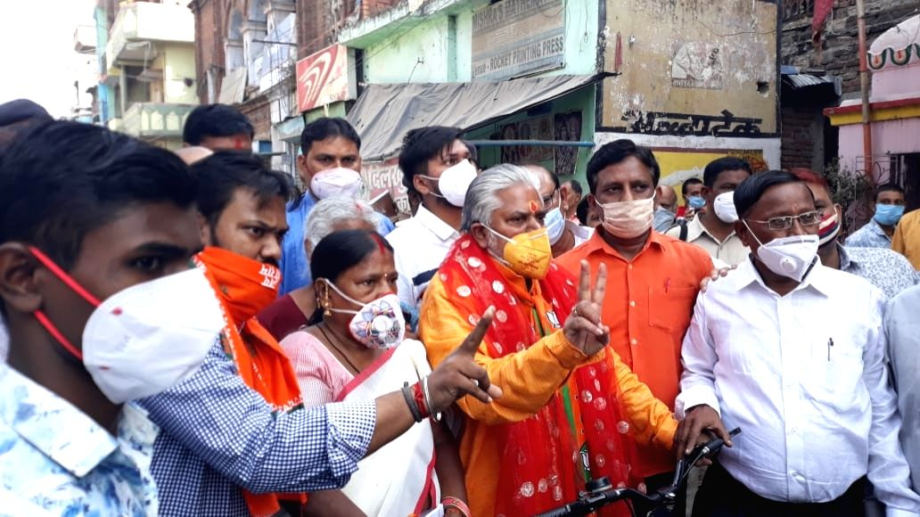 Bihar minister in trouble over wearing lotus print mask.