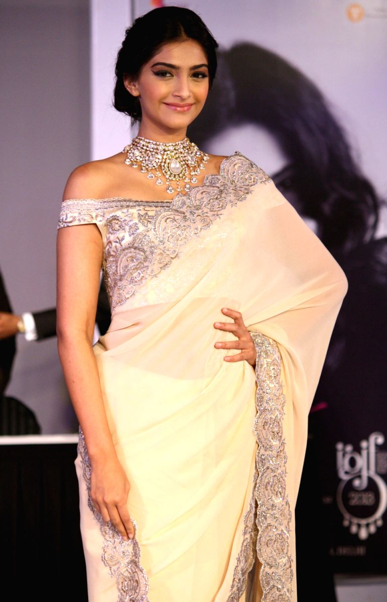 Sonam Kapoor is every Indian girls dream in this ivory saree