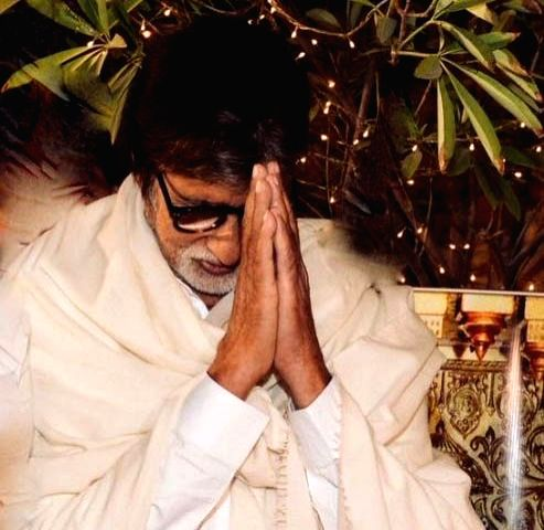 Bollywood veteran Amitabh Bachchan has penned a poem urging citizens to cooperate during the 21 days nationwide lockdown. On Tuesday evening, Prime Minister Narendra Modi announced a complete lockdown for 21 days to prevent further spreading of the C