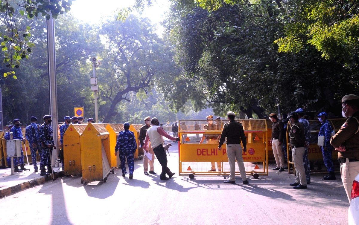 Braving tear-gas shells, farmers close to Delhi
