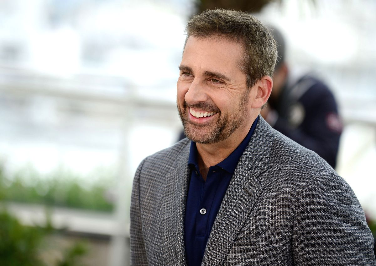 CANNES, May 19, 2014 (Xinhua) -- U.S. actor Steve Carell poses during the photocall for 'Foxcatcher' at the 67th Cannes Film Festival in Cannes, France, May 19, 2014. The movie is presented in the Official Competition of the festival which runs from