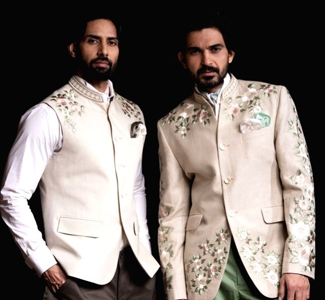 caught designers Arjun Khanna, Falguni Shane Peacock and Payal Singhal before they took off for their New Year vacation, to spill the beans on what men can look forward to wearing in this New Year.