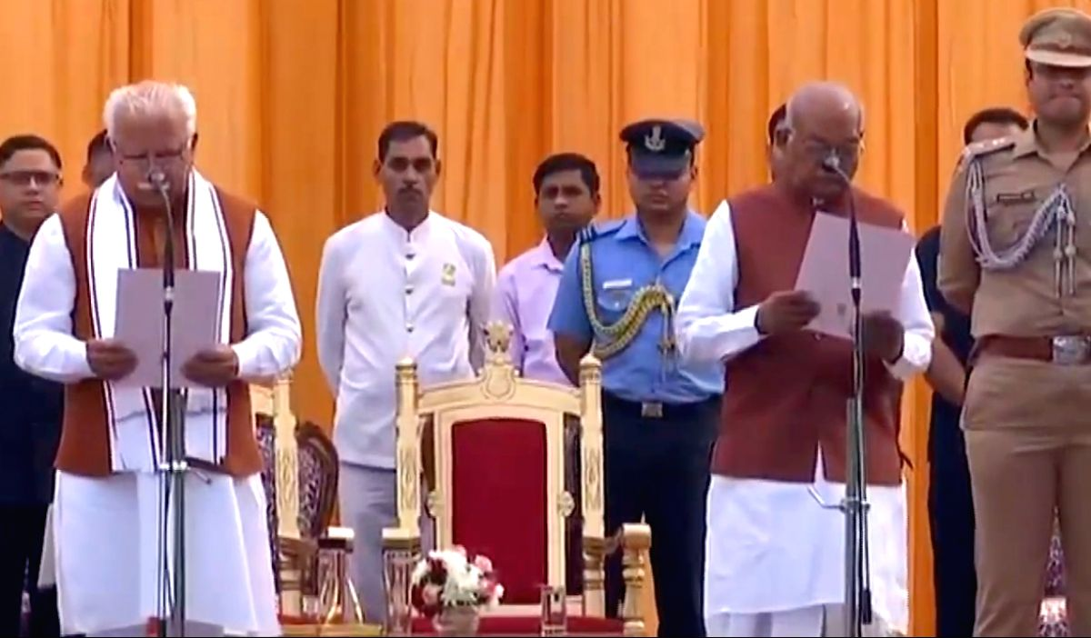 Chandigarh: Incumbent Harayana Chief Minister Manohar Lal Khattar take oath as Chief Minister in the presence of State Governor Satyadeo Narain Arya during the swearing-in ceremony at the Haryana Raj Bhawan in Chandigarh on Oct 27, 2019. (Photo: IANS