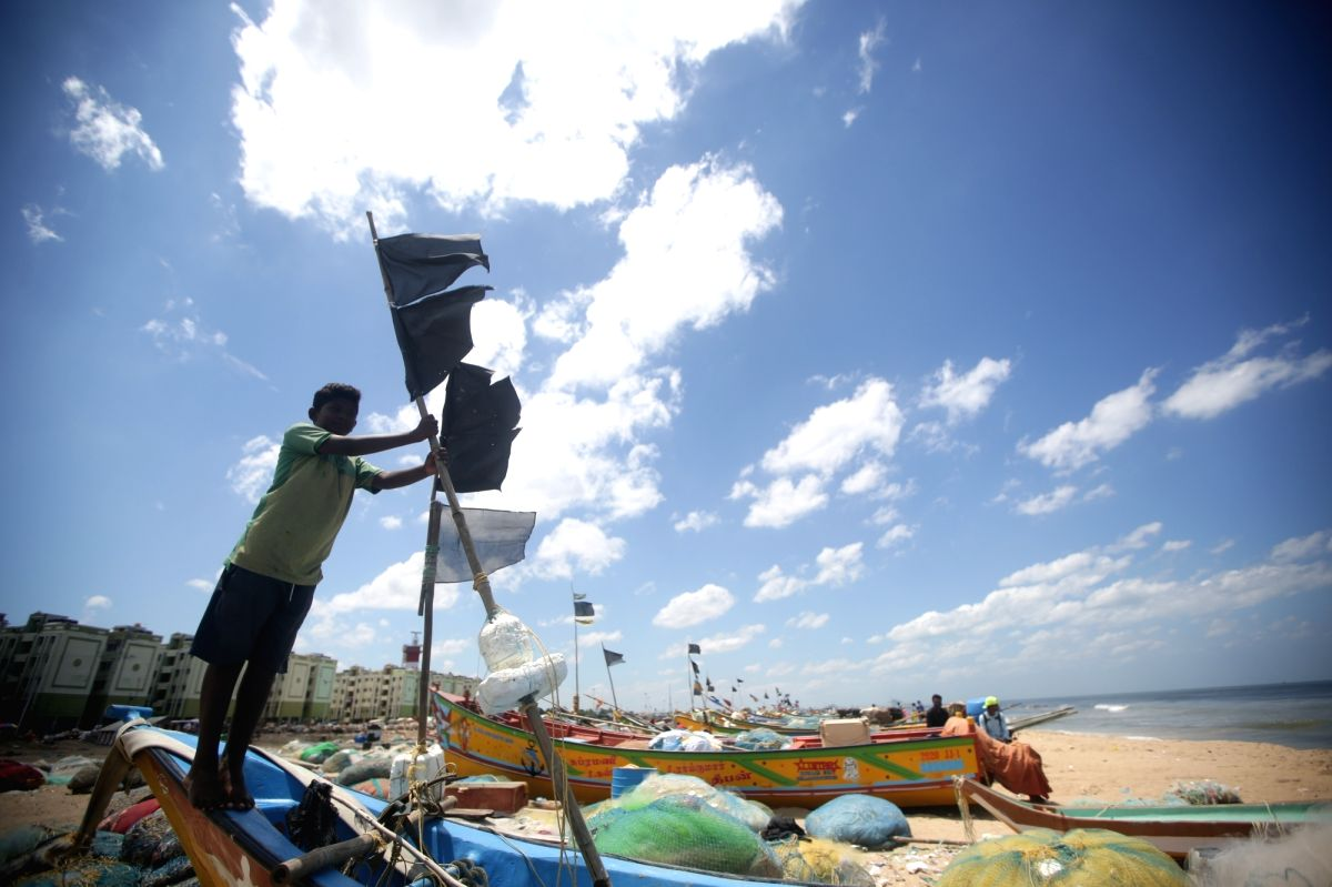 Chennai : Fishermen community people tied black flags on their boats protesting against the draft Indian marine fisheries bill at Nochikuppam in Chennai on Monday, July 19, 2021. (Photo: R. Parthibhan/IANS)