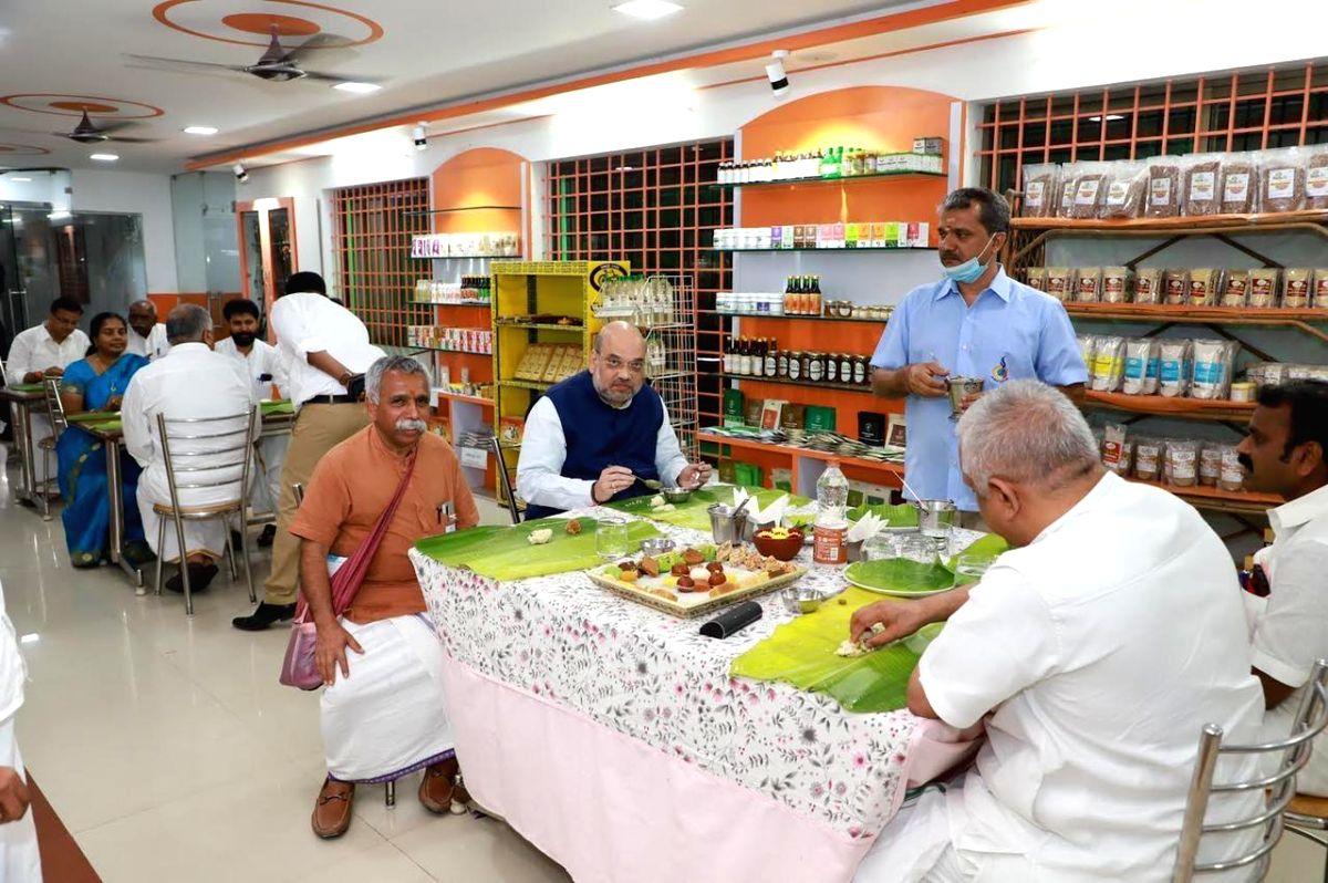 *Chennai:* Shah enjoys meal at TN roadside eatery.(photo:TwitterB L Santhosh)