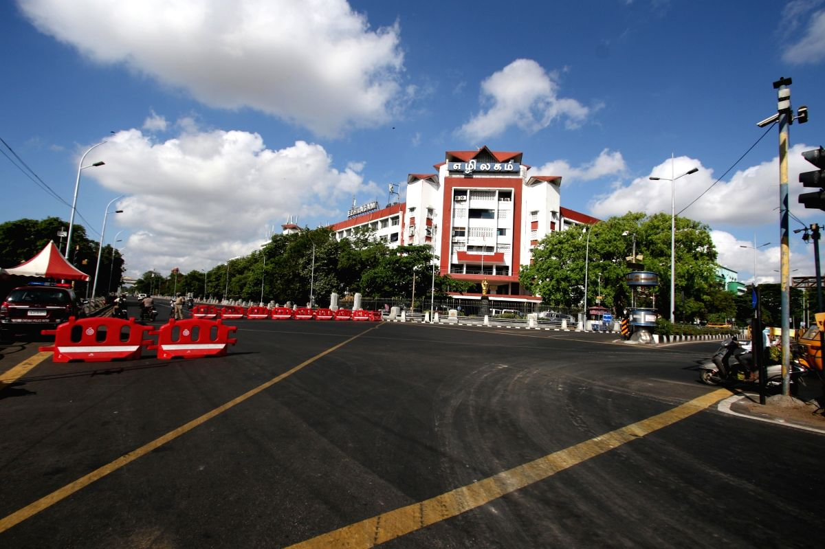 Chennai: Tamil Nadu  total lockdown to curb Covid-19 on Monday, 10 May, 2021.(Photo: R.Parthibhan/IANS)