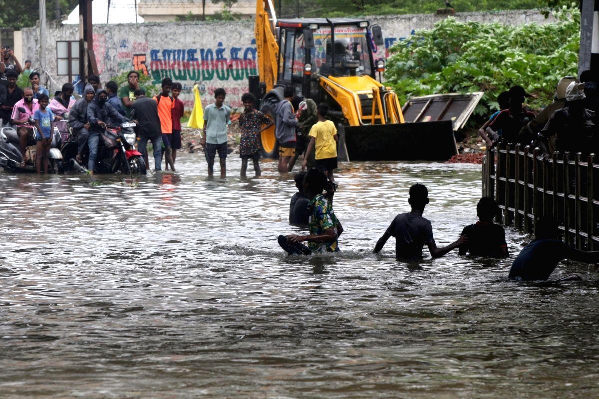Cyclone Nivar crosses TN, Puducherry, felling trees, disrupting power supply