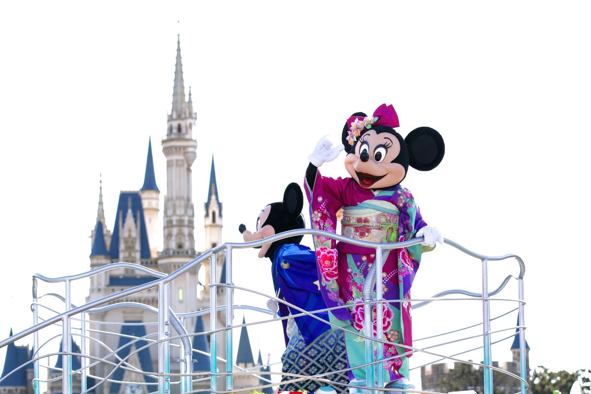 CHIBA, Jan. 1, 2019 (Xinhua) -- Disney characters react on a parade float during the new year celebration event at Tokyo Disneyland in Chiba, Japan, Jan. 1, 2019. (Xinhua/Du Xiaoyi/IANS)