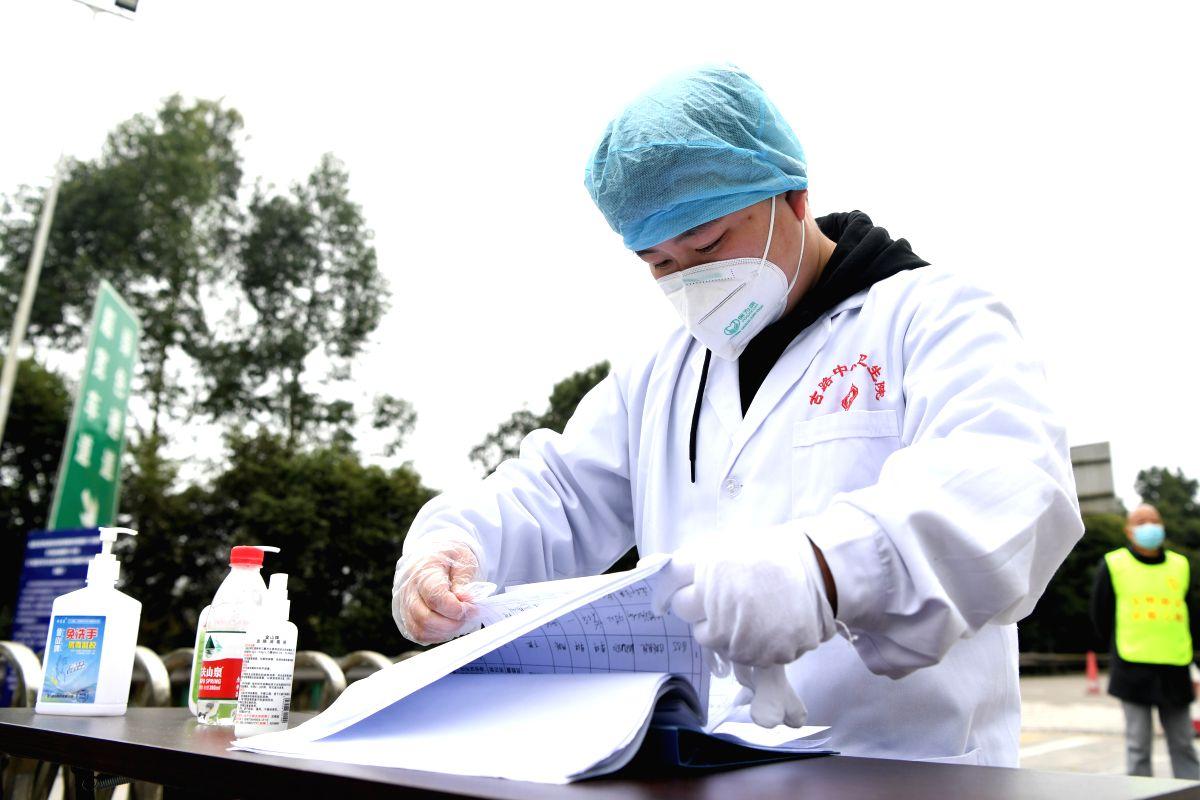 Chinese medics take care of kids as parents quarantined. (Xinhua/Tang Yi/IANS)
