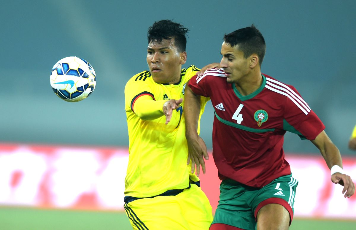 Colombia's Roger Martinez (L) vies with Morocco's Yannis Samy Lamghayez during the 2015 Wuhan U23 International Football Tournament between Colombia and Morocoo in ...
