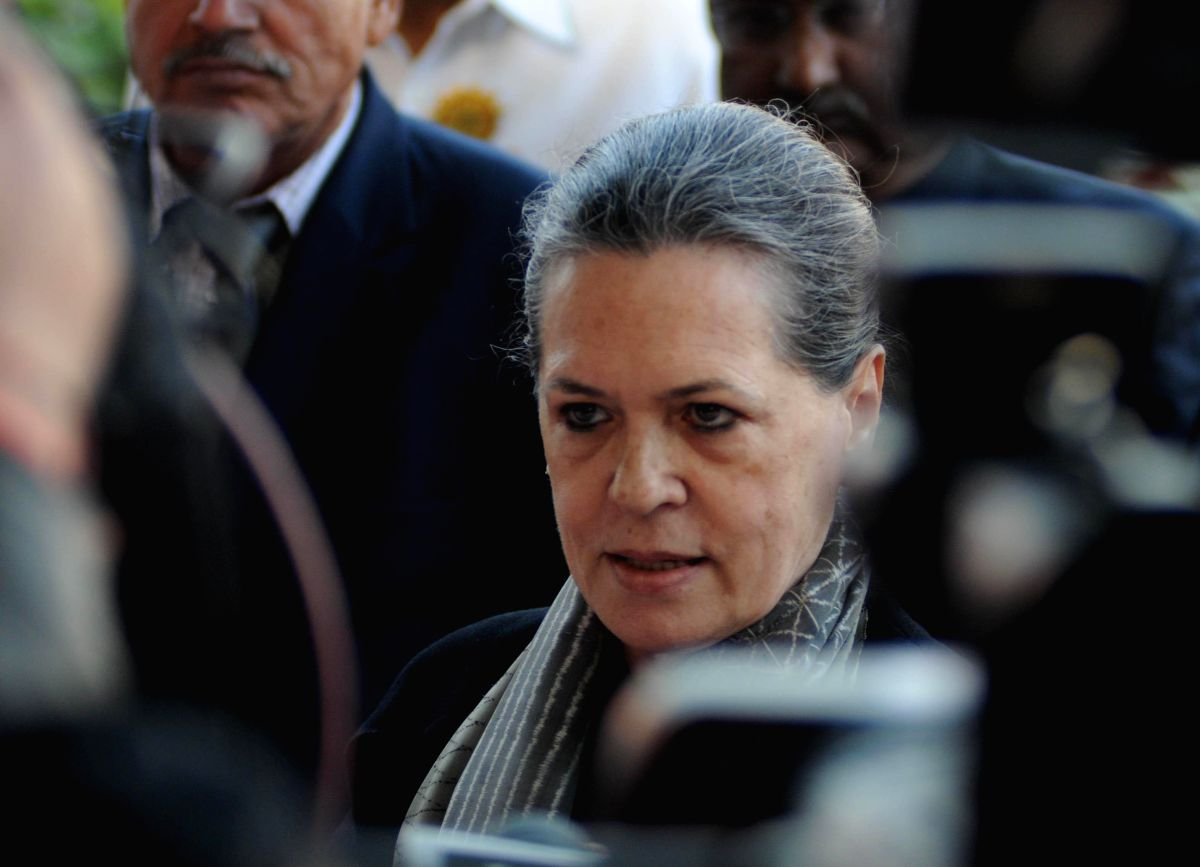 Cong meet at Sonia's residence to discuss final Delhi list